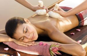 woman having a Potli Massage